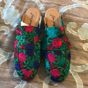 NWT Free people floral mules